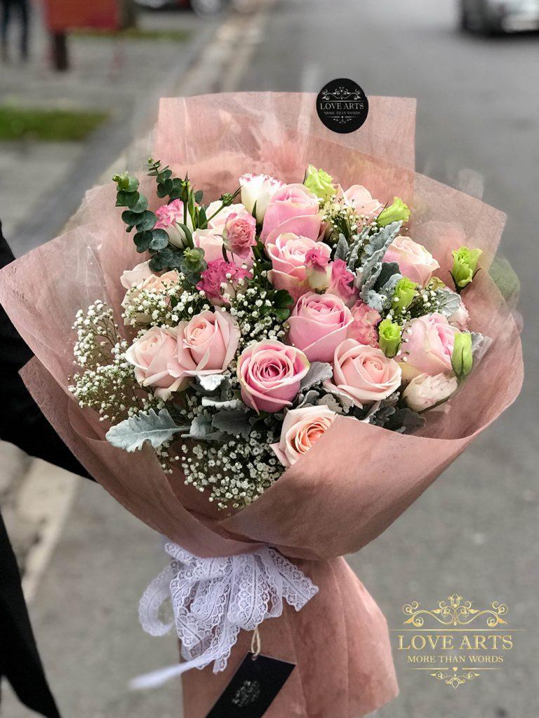 Một bó hoa sang trọng thể hiện được tấm lòng của người tặng