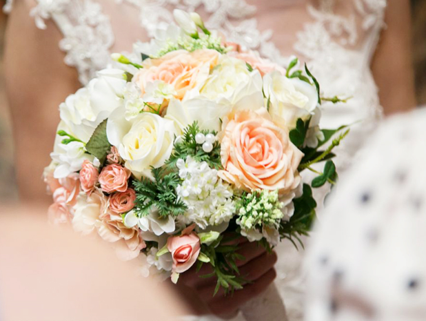 hoa cầm tay cô dâu